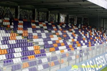 Westtribüne umrüstbar mit Sitzplätzen